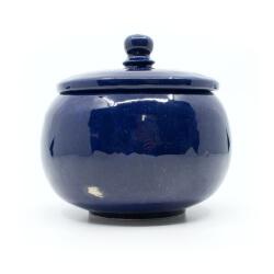 Handgefertigte kleine Kugeldose in sattem königsblau - Frontansicht