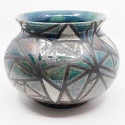 Design Vase aus dem Rakubrand mit geometrischen Muster - blau und kupfer - Frontansicht