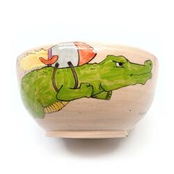 Große handgetöpferte sowie witzig von Hand bemalte (Obst)Schale - Krokodil mit Rakete