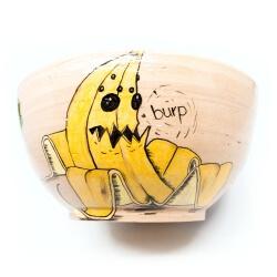 Große handgetöpferte sowie witzig von Hand bemalte (Obst)Schale - rülpsende Banane