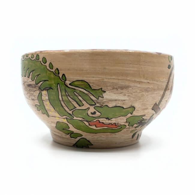 Große handgetöpferte und mit Tieren von Hand bemalte Deko-Schale - Außenansicht Krokodil