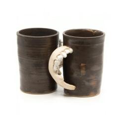 Handgetöpferte Tassenpaar Unterkiefer LARP Utensil Trinkbecher Humpen makaber - Seitenansicht