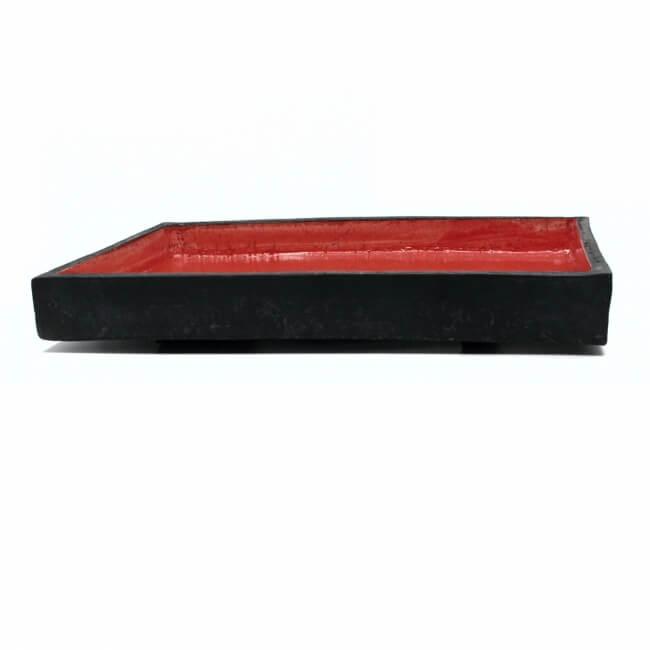 Handgefertigte eckige rote (Ikebana) Schale / Vase aus dem Raku-Brand - Seitenansicht