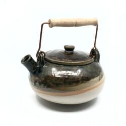 schöne handgefertigte Teekanne im japanischen Stil in anthrazit - Seitenansicht