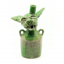 Handgefertigte grüne Flasche mit Katzenkopf Old Cats Purrbon makaber LARP - Vorderansicht