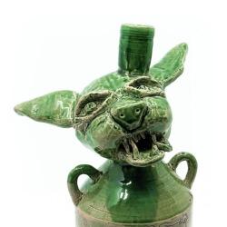 Handgefertigte grüne Flasche mit Katzenkopf Old Cats Purrbon makaber LARP - Detail Kopf