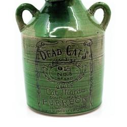 Handgefertigte grüne Flasche mit Katzenkopf Old Cats Purrbon makaber LARP - Detail Etikett