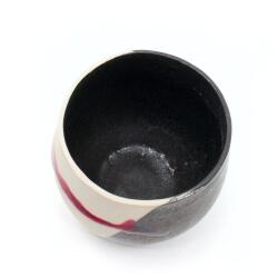 Handgetöpferte schöne Teeschale in weiß/schwarz/rot für Teetrinker - Innenansicht