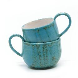 zwei handgefertigte Keramik Tassen Tassenpaar in blau - hangedreht - ineinander gestellt