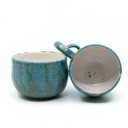zwei handgefertigte Keramik Tassen Tassenpaar in blau - hangedreht - innen