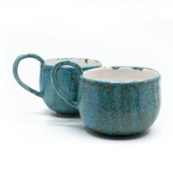 zwei handgefertigte Keramik Tassen Tassenpaar in blau - hangedreht - Seitenansicht