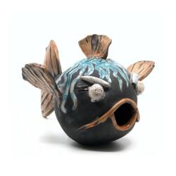 Nisthilfe - handgefertigter Raku Fisch - blauer Kugelfisch - seitliche Ansicht