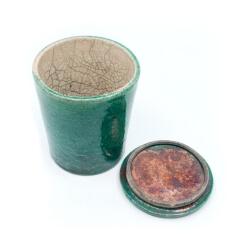 grüne Raku-Dose - Innenansicht