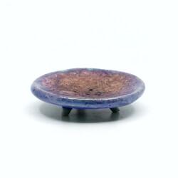 Handgefertigte runde blaue Seifenschale mit Kupferakzenten aus dem Raku-Brand - seitlich
