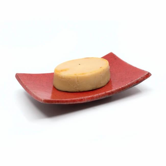 Handgefertigte eckige rote Seifenschale aus dem Raku-Brand - mit Seife