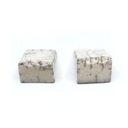 Handgefertigte Stäbchenablage / Besteckablage aus dem Raku-Brand - Seitenansicht