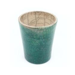 Bezaubernder meeresgrüner Chawan aus dem Rakuband - Innenansicht