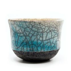 blauer Design Chawan aus dem Rakubrand - wasserblauer Verlauf - Seitenansicht