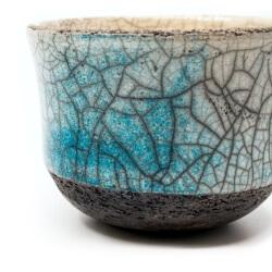 blauer Design Chawan aus dem Rakubrand - wasserblauer Verlauf - Detail