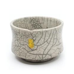 handemachte Raku Teeschale 'gelbe Leuchte' Seitenansicht