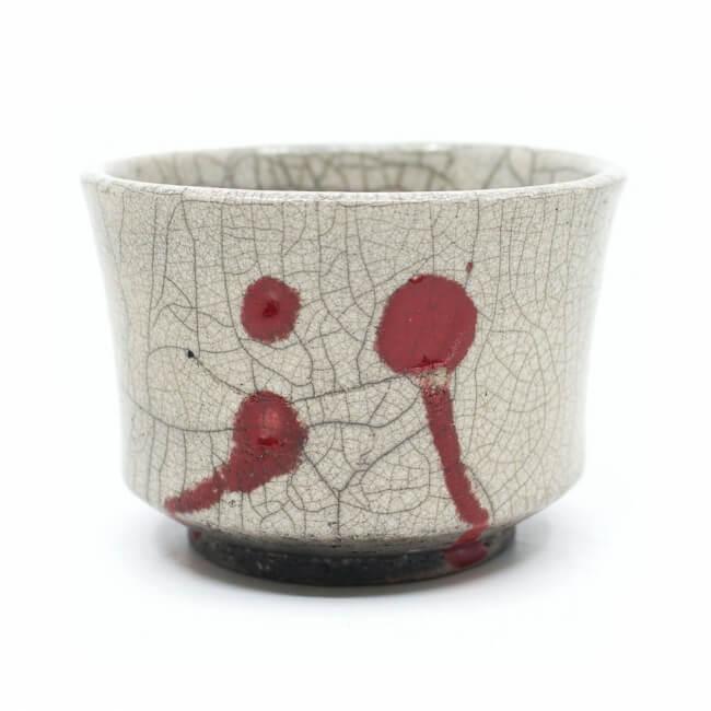 handgemachte Raku Teeschale mit roten Tropfen