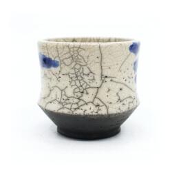 Raku Teeschale 'blaue Nebelschwaden' Rückseite