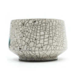 weiße Raku Teeschale 'Wasserblase' Rückseite