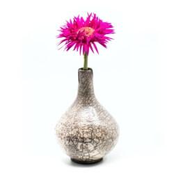 Bezaubernde weiße Vase aus dem Rakubrand mit bezauberndem Craquelé - Detail