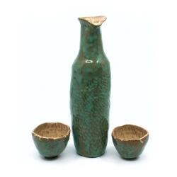 Sake Set mit Seladonglasur und Drachenschuppen