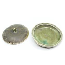 seladon gruene Teeschale Innenansicht