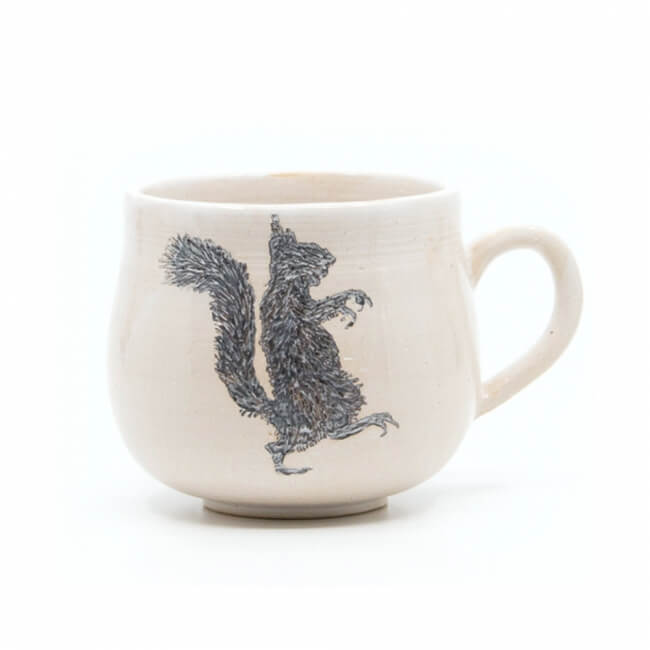 Schöne weiße handgefertigte Tasse mit Zombi Eichhörnchen Silhouette - Linke Seite