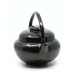 schöne Tenmoku Teekanne im japanischen Stil in schwarz - Frontansicht