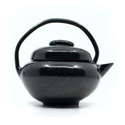 schöne Tenmoku Teekanne im japanischen Stil in schwarz - Detail Seitenansicht